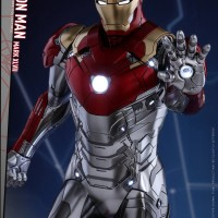 Hot Toys Spider-Man Homecoming Iron Man Movie Promo Figure!