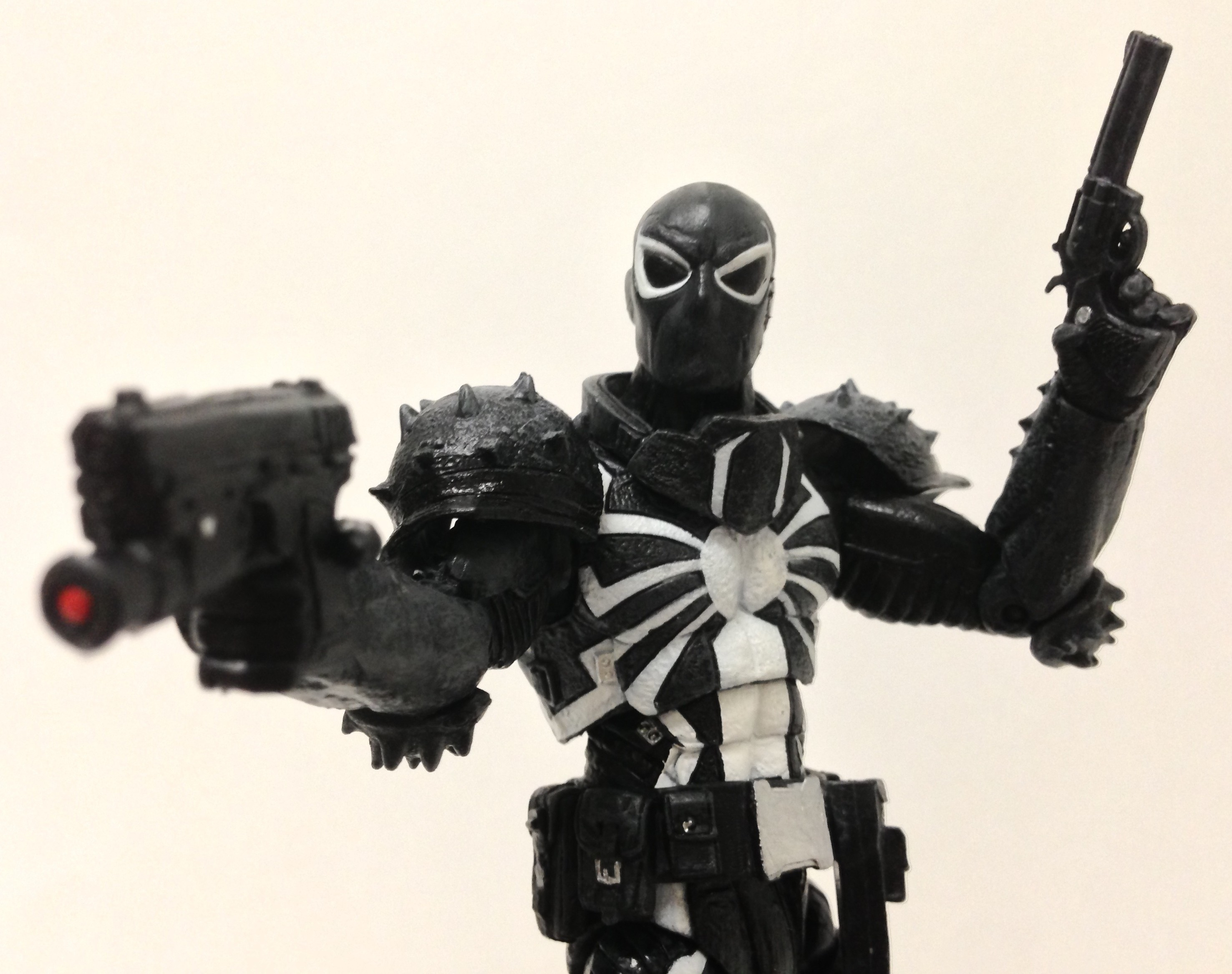 DST Marvel Select Agent Venom Figure with Guns