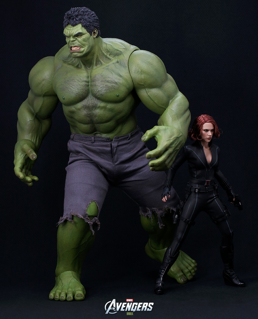 Avengers Hot Toys Black Widow and Hulk Figures Size Comparison PhotoThe Avengers Hulk Toys