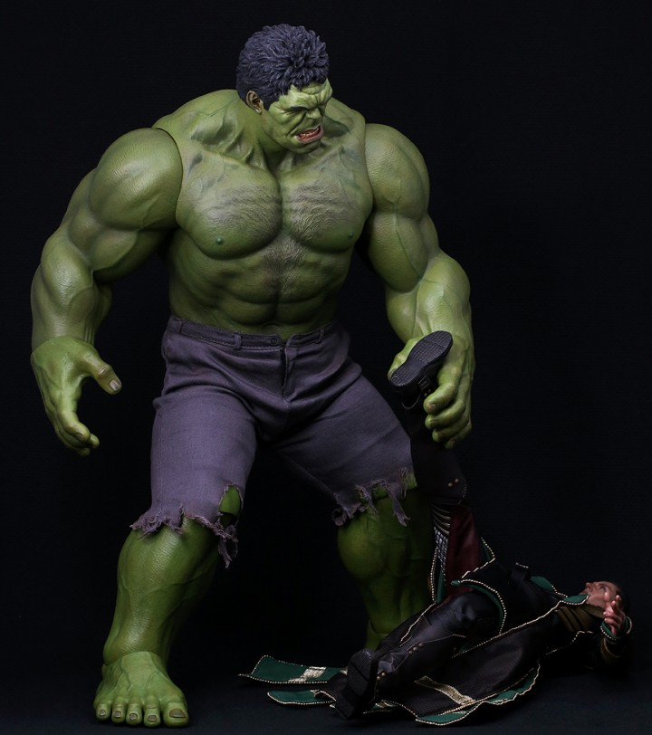 Hot Toys Hulk Grabs Loki By The Head to Smash Him