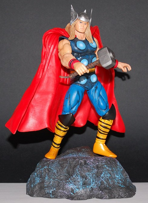 Classic Costume Marvel Select Thor Action Figure
