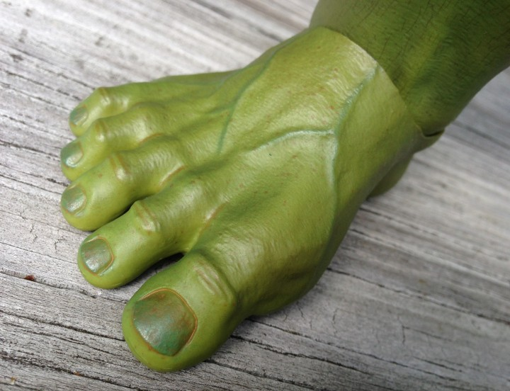Close-Up of 1/6 Hulk Hot Toys Figure Foot and Toenails