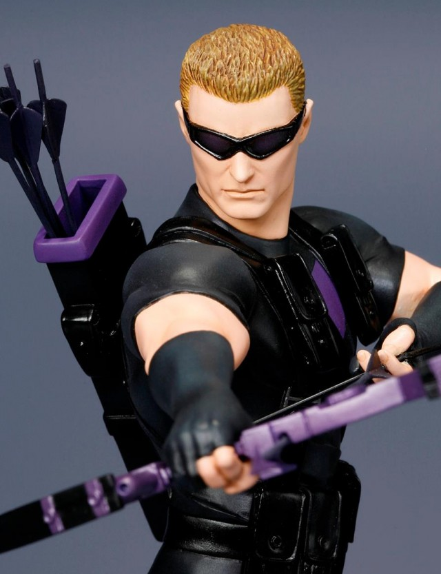 Kotobukiya Hawkeye ArtFX+ Statue Close-Up
