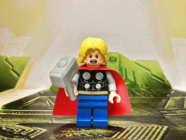 LEGO 2014 Thor Minifigure with Mjolnir and Yelling Head