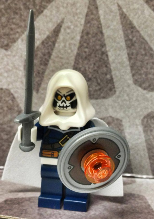 LEGO Taskmaster Minifigure with Smiling Expression from LEGO 76018 Hulk Lab Smash Set