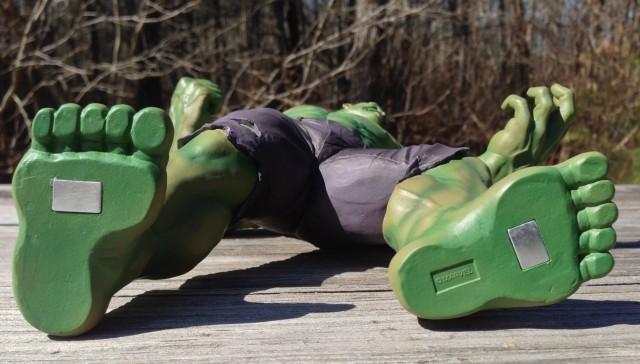 Magnets on the Bottom of Kotobukiya ArtFX+ Hulk Figure Statue 1/10