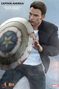 Steve Rogers Hot Toys Figure MMS 243 with Damaged Captain America Shield