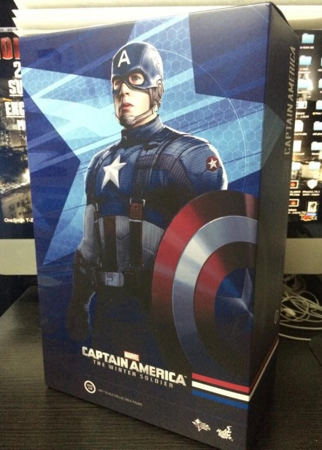 Hot Toys Captain America Golden Age Version Figure Box