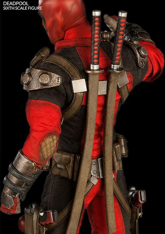 Action Figures: Marvel, DC, etc. - Página 2 Back-of-Sideshow-Exclusive-Deadpool-Figure-Swords-Sheathe-e1411499250590