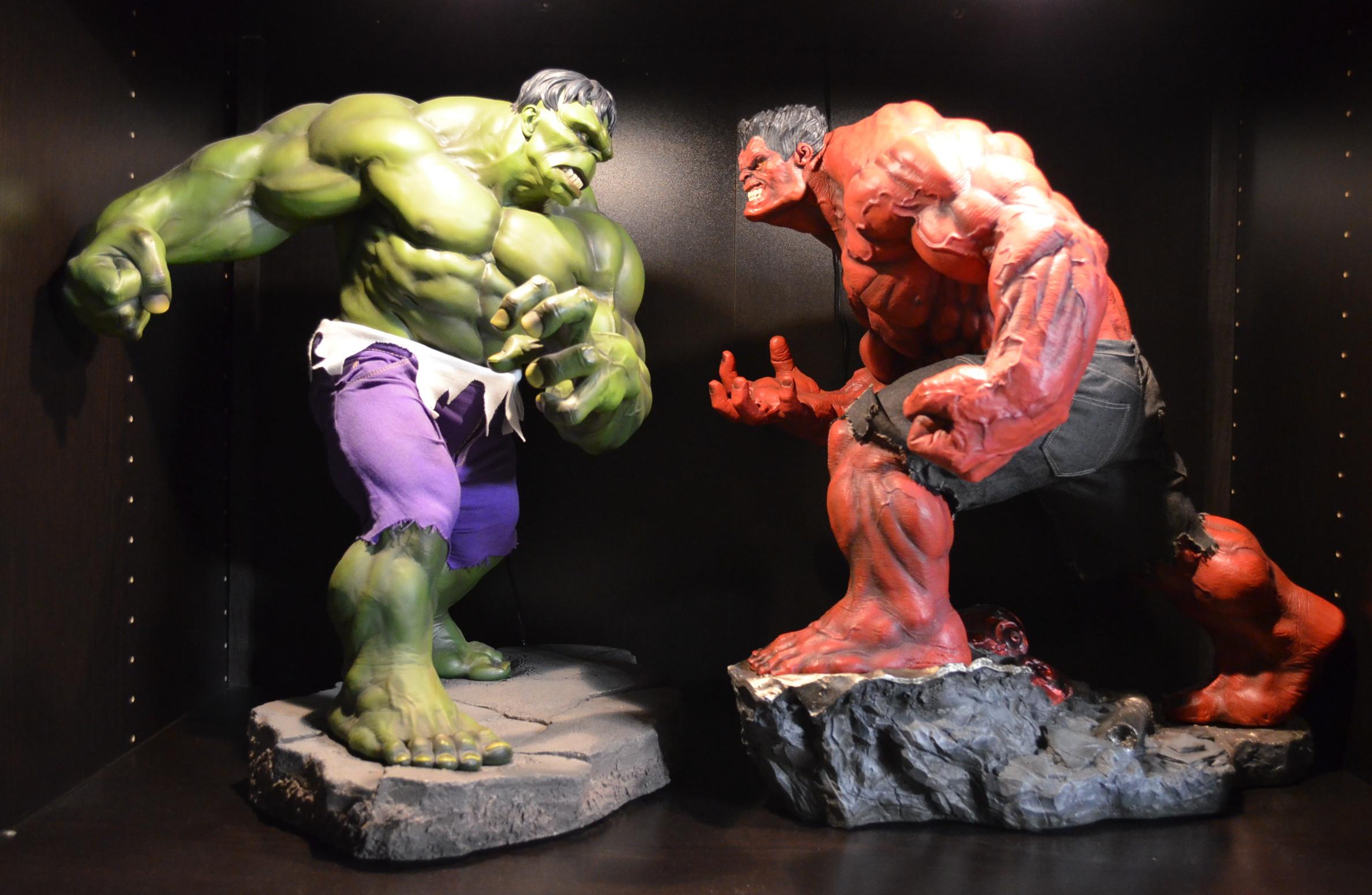 Red Hulk Premium Format Figure Released & Photos! - Marvel