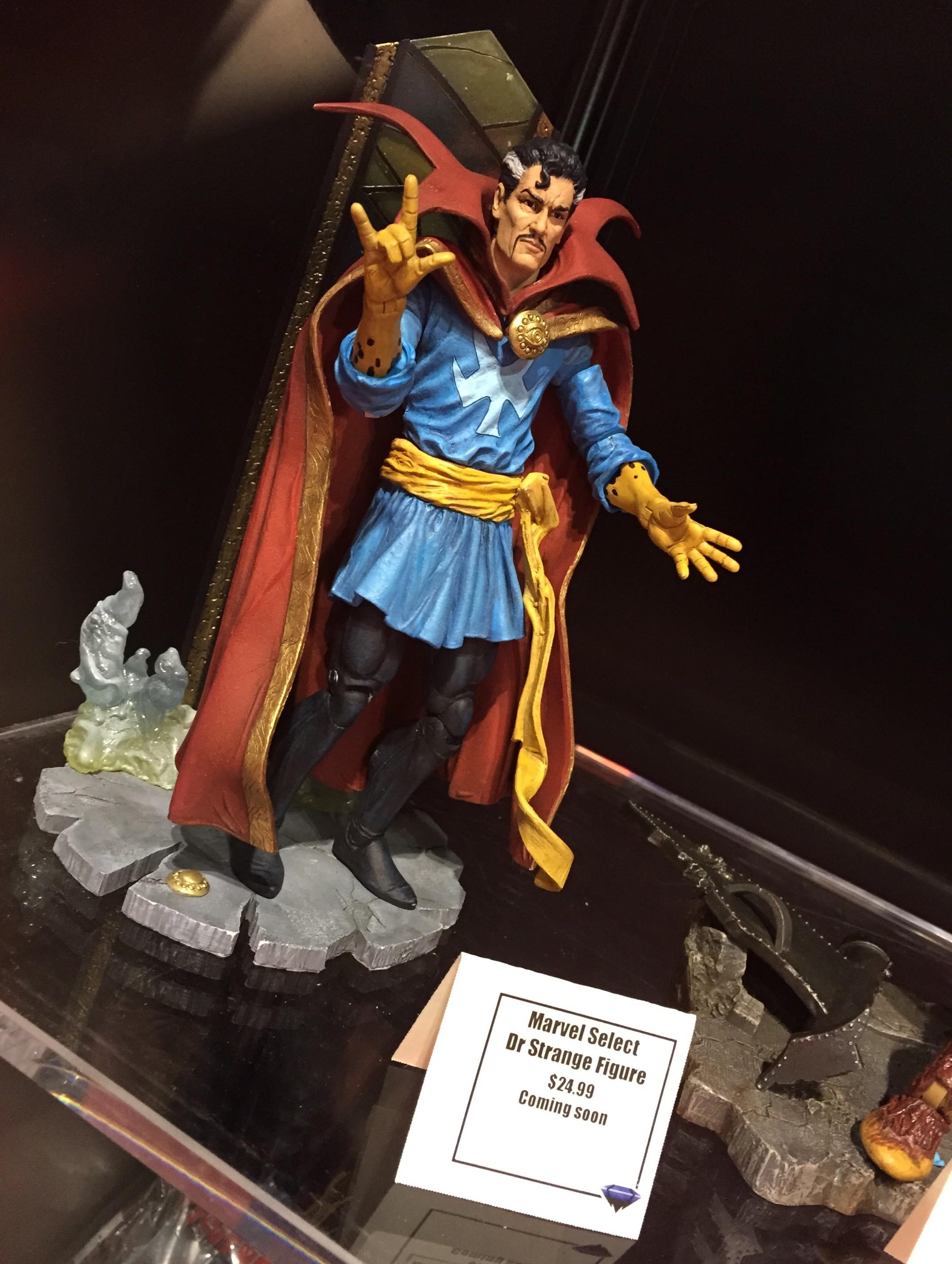 C2E2 2015 Photos: Diamond Select Toys Marvel Figures ...