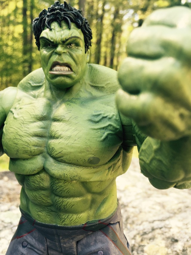 Marvel Select Age of Ultron Hulk Figure Review Close-Up