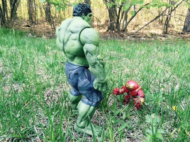 Avengers Age of Ultron Hulk Marvel Select Figure vs. Mystery Minis Hulkbuster Iron Man