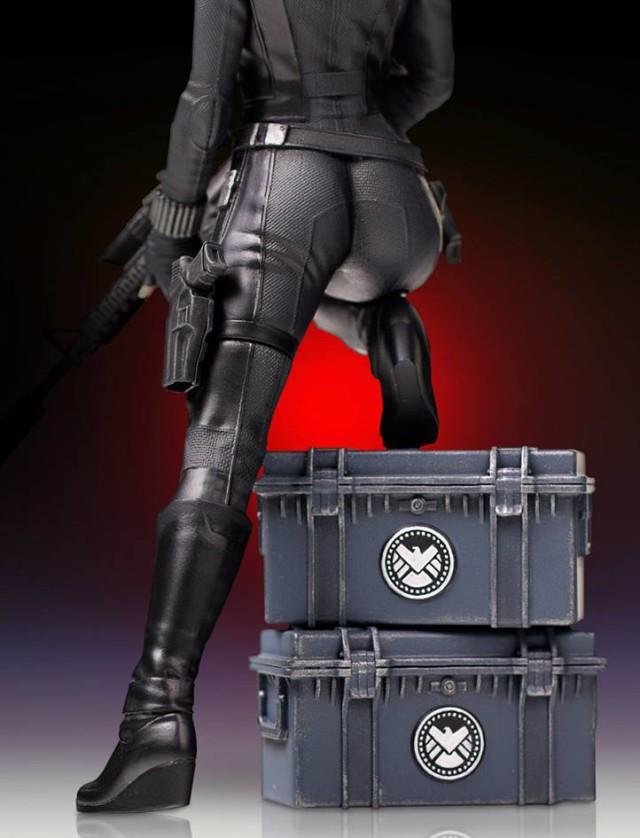 Back of Gentle Giant 2016 Black Widow Statue