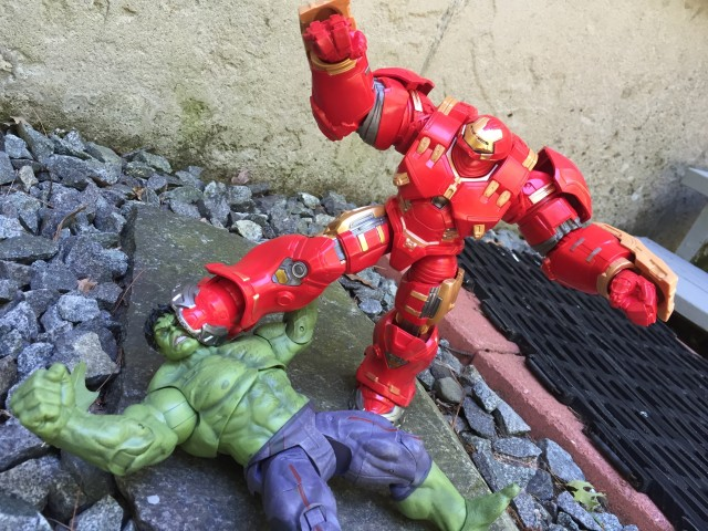 Hulkbuster Build-A-Figure Defeats Diamond Select Hulk Figure