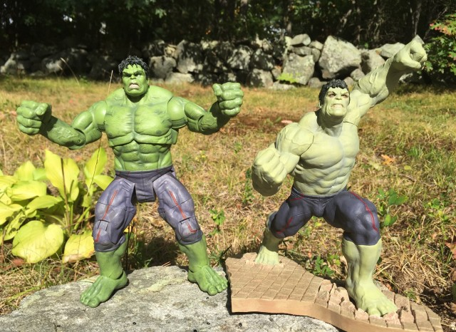 Comparison of Marvel Select AOU Hulk and Kotobukiya Hulk Rampaging ARTFX+ Statue