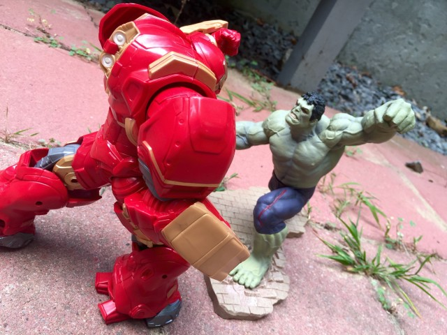 ARTFX+ Rampaging Hulk Fights Marvel Legends Hulkbuster BAF
