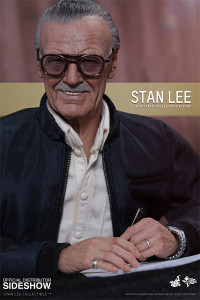 Hot Toys Sixth Scale Stan Lee Figure Signing Autographs