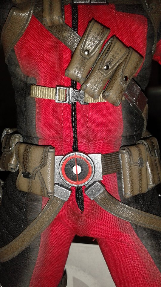 Close-Up of Sideshow Sixth Scale Deadpool Figure Midsection