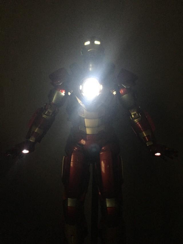 Hot Toys MMS212 Heartbreaker Iron Man Light-Up LED Lights in Dark