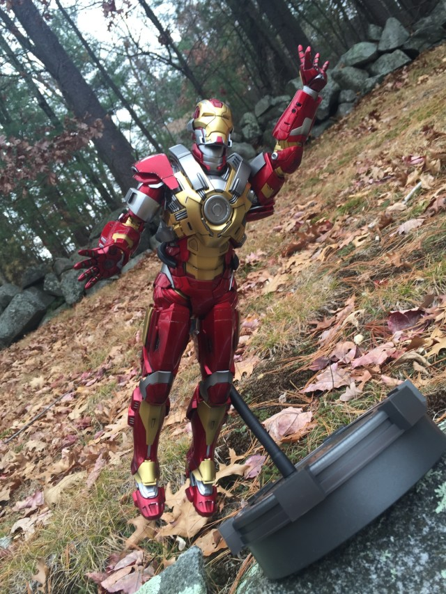 Flexible Stand with Hot Toys Iron Man XVII Heartbreaker Figure