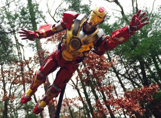 Hot Toys Iron Man 3 Heartbreaker Armor Flying