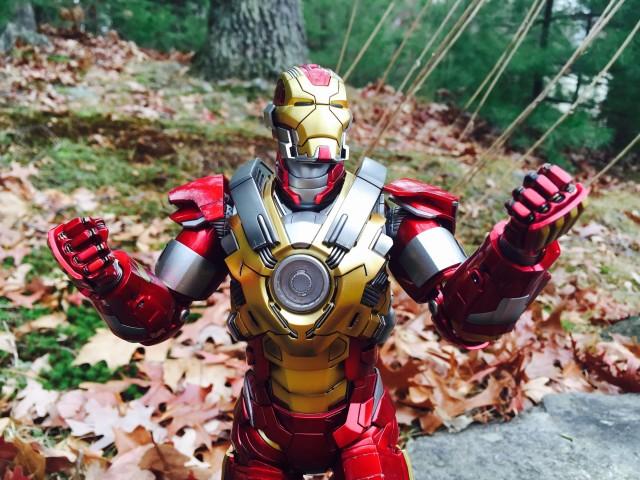 Heartbreaker Iron Man Mark XVII Hot Toys Figure