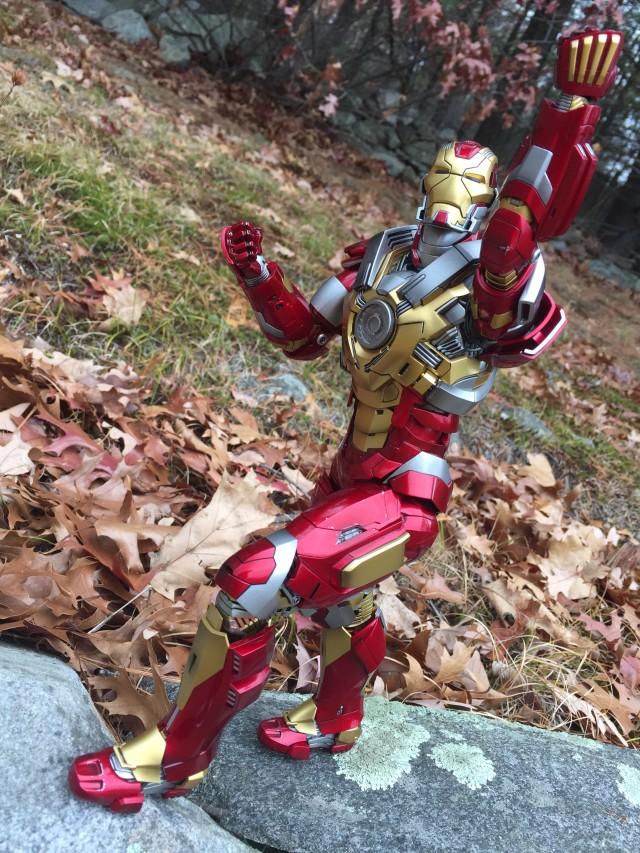 Articulation on Iron Man Mark 17 Heartbreaker Hot Toys Figure
