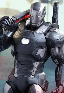 Hot Toys Civil War War Machine Holding Light-Up Shoulder Cannon