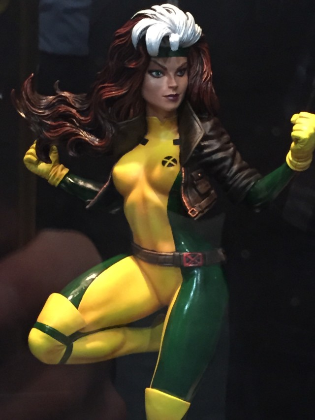 2016 Toy Fair Rogue Statue Diamond Select Toys