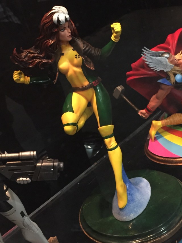 Toy Fair International 2016 Rogue DST Statue Sixth Scale