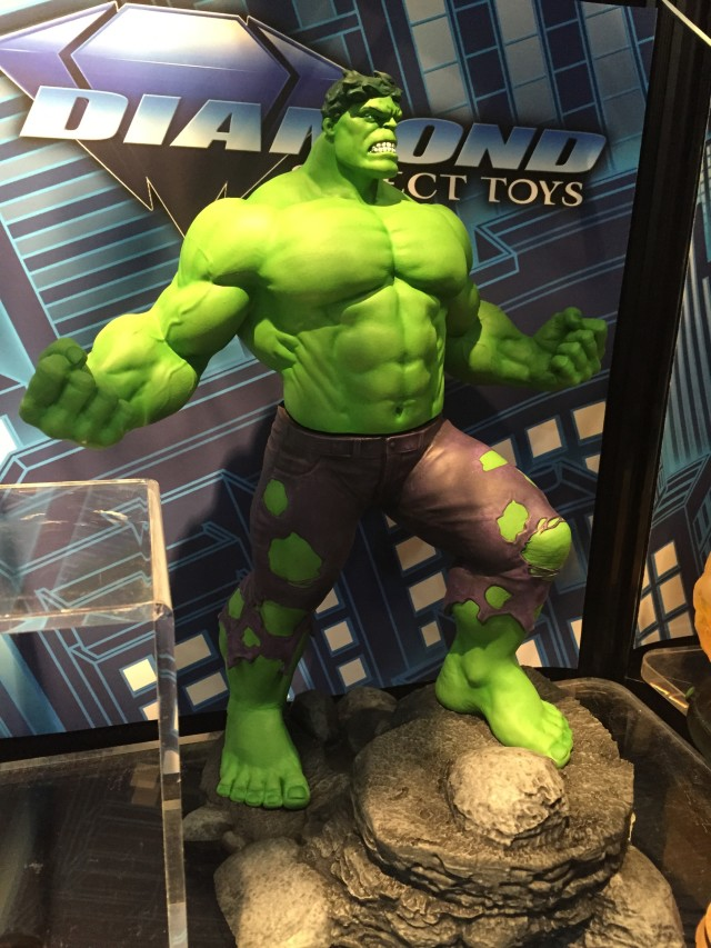 Toy Fair 2016 DST Marvel Gallery Hulk Statue
