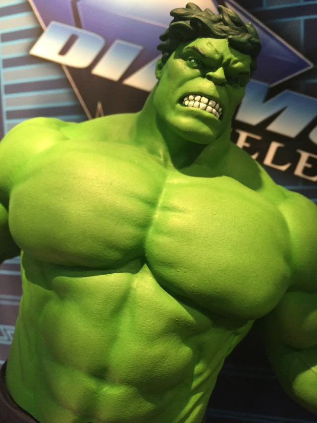 Marvel Gallery Hulk Statue Close-Up Diamond Select Toys
