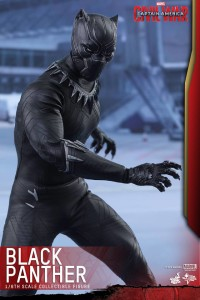 Hot Toys Civil War Black Panther Figure