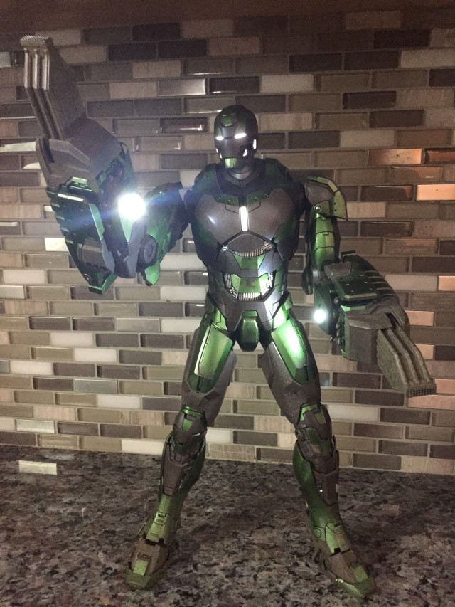 Gamma Iron Man Hot Toys Figure LED Lights On