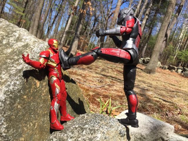 Marvel Legends Civil War Giant Man vs. Iron Man