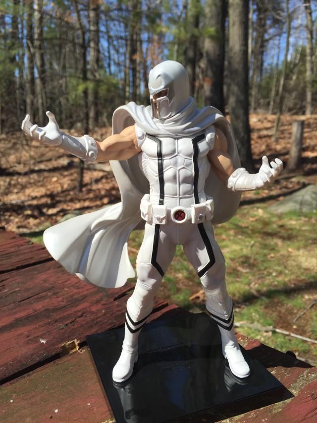 Kotobukiya ARTFX+ Magneto Statue