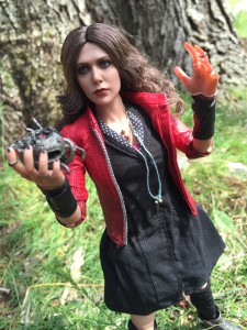 Hot Toys Scarlet Witch Holding Ultron's Heart
