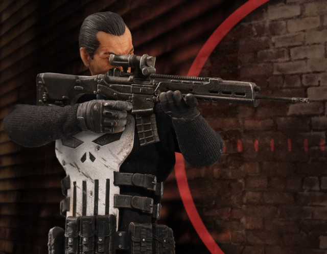 Mezco Punisher Figure ONE 12 Collective Holding Rifle
