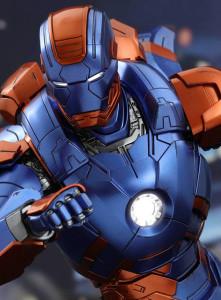 Disco Iron Man Sixth Scale Figure Exclusive