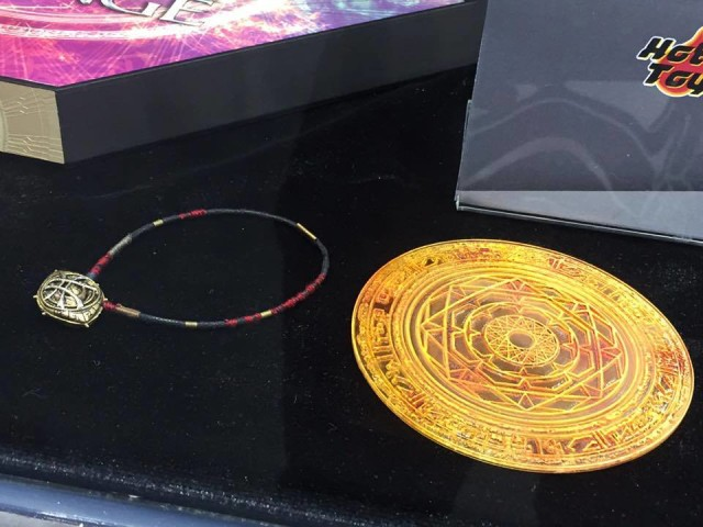 Hot Toys Doctor Strange Accessories Eye of Agamotto