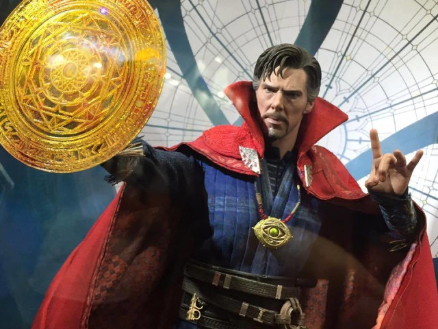 Hot Toys Doctor Strange MMS Figure Close-Up Rune Effects Piece