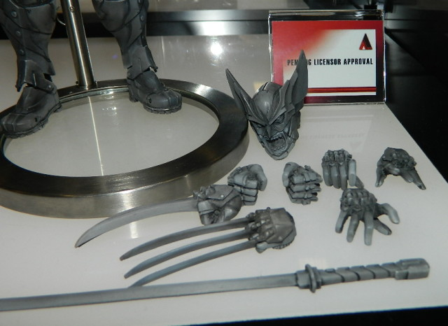 Wolverine Play Arts Kai Square-Enix Accessories