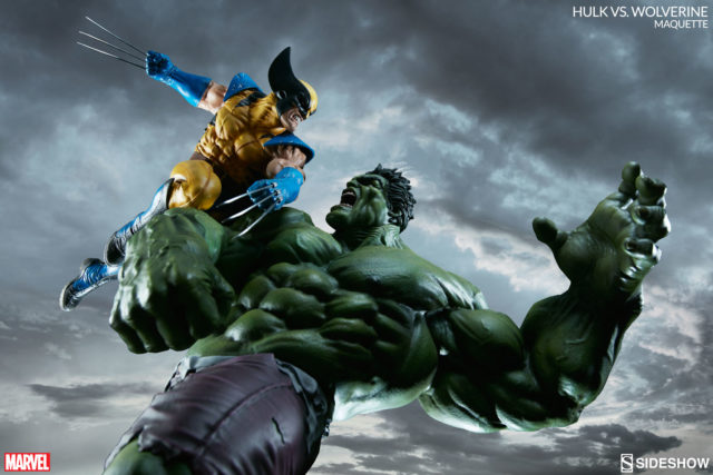 dynamic-photo-of-exclusive-hulk-vs-wolverine-sideshow-collectibles-statue