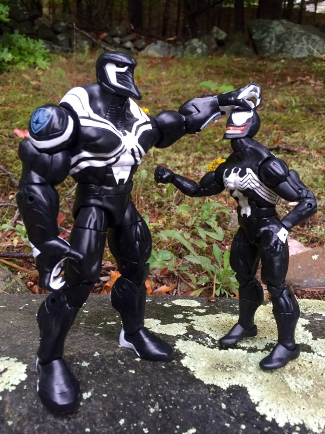 Comparison Marvel Legends Venom and Space Venom BAF Size