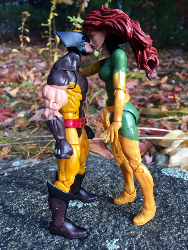 Marvel Legends Phoenix Jean Grey Kissing Wolverine