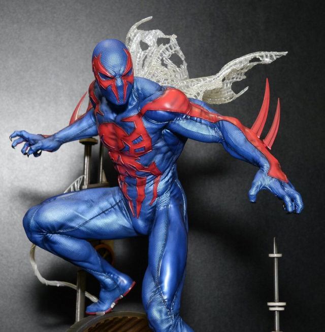 close-up-of-spider-man-2099-prime-1-studios-statue