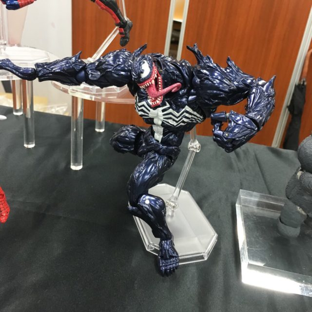 close-up-of-venom-revoltech-figure