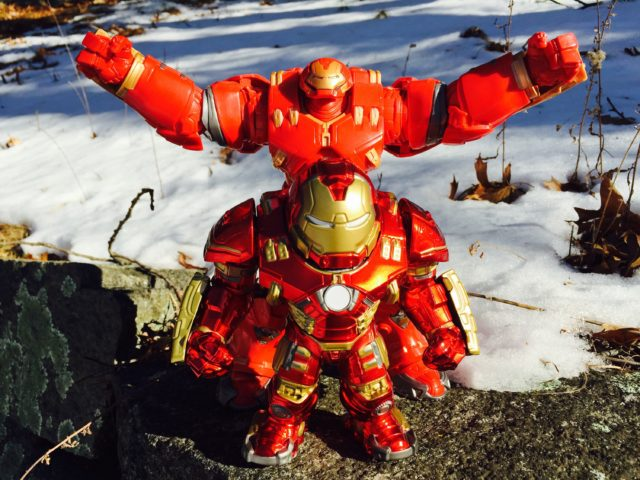 Size Comparison Jada Iron Man Hulkbuster vs. Marvel Legends Build-A-Figure