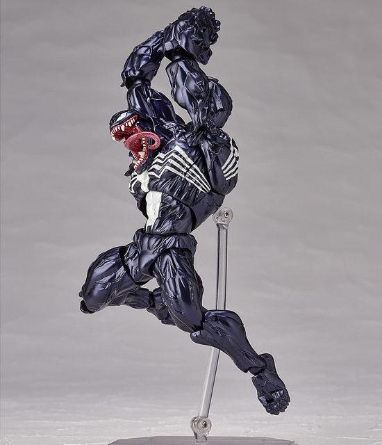 venom-kaiyodo-revoltech-figure-jumping